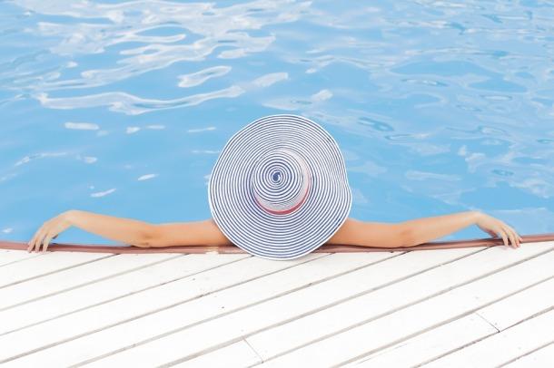 pool-690034_960_720