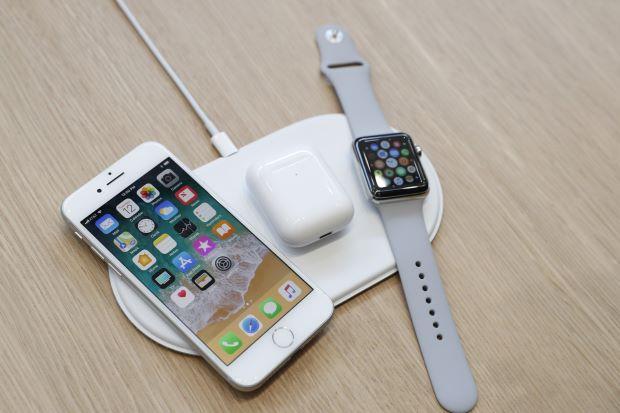 AirPowerfonwatchReuters.jpg